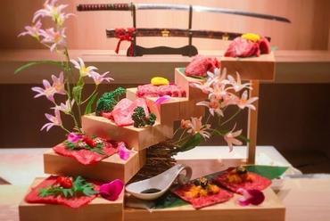 1日5組限定! 大阪で話題の『花の階段盛り』