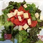 トマトはもちろん、藤原さんのトマトを使用。手づくりバルサミコ酢ドレッシングが相性ピッタリ!