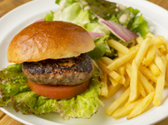 近江牛100%!肉の味が絶品の『OMI牛ハンバーガー』