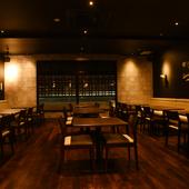 スタイリッシュな空間は、特別な食事を楽しむのにもうってつけ