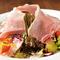 12種類の新鮮な無農薬野菜と、生ハムのシンプルな味わいに触れる