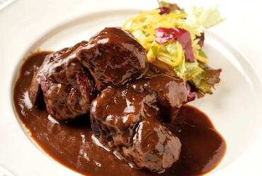 トロトロほどける、濃厚な味わい『イベリコ豚の赤ワイン煮込み』