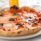本場ナポリの味! モチモチの生地にモッツァレラがとろける『ピッツァマルゲリータ』