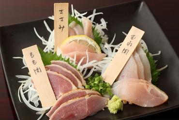 濃厚な旨みの薩摩地鶏を満喫できる『おまかせ薩摩地鶏の三点盛り合わせ』