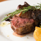 高級食材のラム肉をジューシーに焼き上げた『ラム肉のロゼ焼き』