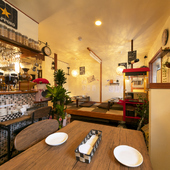 ランチとディナーで全く違う空間を作る。楽しみ方が無限大のお店
