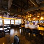 最高の眺望を誇る2階席は、34名まで使用可能な個室と、ワンフロア使用で最大69席の宴会に対応しています。音楽やテーブルアレンジなど、参加する人に合わせた雰囲気づくりも相談できます。