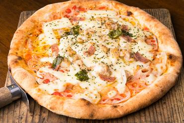 地元の野菜やサラミ、モッツァレラチーズをトッピングした『大和町の特産品「だいわレンコン」』