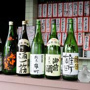 日本酒は岡山県産の赤磐市産雄町米を使った純米酒にこだわって揃えているそう。一つ一つ厳選されて揃えられます。他にも焼酎、梅酒、ビール、ウイスキー、ワインなど酒通も満足のラインナップでお酒を楽しめます。
