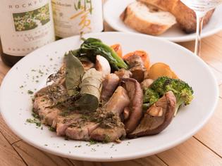 「みのう豚」や「季節の野菜」などの地元の食材