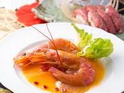 エビの味噌を抽出した出汁と自家製オイスターソースで仕上げた濃厚で風味豊かなエビ味噌ソースとプリプリのエビが食欲をそそる珠玉の逸品です。※季節によってメニューが変わります。