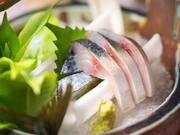 全国各地から取り寄せた旬のお魚を使った一品物は季節に合った鮮魚を刺身・焼き・煮物で提供してくれます。鮮魚を使った一品は、その時その時で内容が異なるのも楽しみの一つ。※季節によってメニューが変わります。