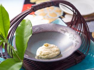 臭みがなく食べやすいソフトな仕上がり『自家製ブルーチーズ』
