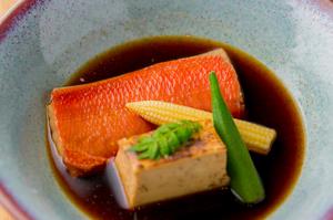 脂がのった高級魚の持ち味を堪能『金目鯛の煮付け』