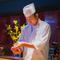 お客様の好みに応じて素材や炙りを吟味し、カスタムメイドの皿に