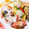 旬の野菜を彩りよく盛り付けた『オードブルの盛り合わせと生ハムのサラダ仕立て』