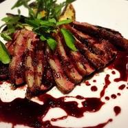 宮崎牛のステーキ ヒマラヤピンク岩塩プレートのせ