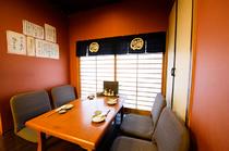 半個室としての利用にも人気がある、フロア奥のスペース