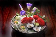 季節の風情や節句を映すあでやかな皿を会席の中に『冷やし鉢』