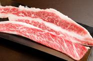 カットして楽しむ『神戸牛のカルビ ロング』