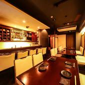 和やかな雰囲気で、厳選された食材と日本酒に舌鼓