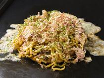 ソースと麺が程良く絡み合う『ピリ辛モダン』