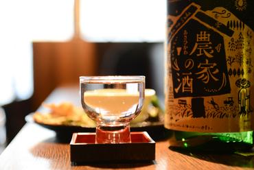 セルフコーナーの日本酒、芋焼酎、泡盛は300円!全国各地の日本酒が600円~