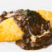仏産チーズのチーズオムレツ 黒トリュフ風味デミグラスソース