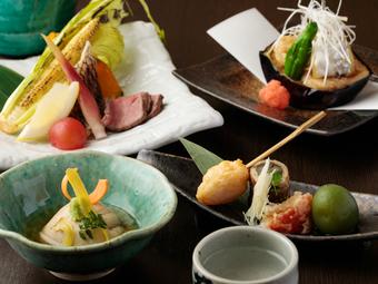 旬の食材を使った季節のお料理となっております。