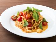 地産地消野菜の新鮮さが際立つ『フレッシュトマトとバジルのスパゲティ』