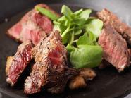 充分な噛み応えと、ジューシーな肉の旨みを心ゆくまで堪能『ステーキ盛り合わせ』