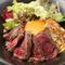 柔らかな肉とソースが絡みって美味しさ広がる、ランチの人気メニュー『ステーキ丼』