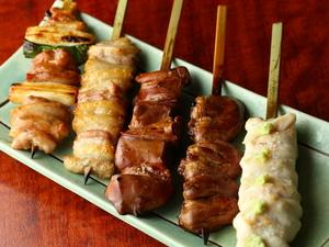 歯ごたえと旨味が違う! 八ヶ岳直送の軍鶏を料理人の技で焼き上げる『串6本コース』