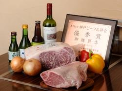 国産のサーロインステーキ150グラムと神戸の名物が味わえるお腹も満足なコースです。