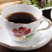 アンティーク食器で飲む、こだわりの香り豊かな珈琲
