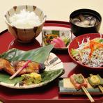 日替わりお魚の西京焼 シラスたっぷりサラダ 生麩の田楽 シジミ汁 ご飯 香の物