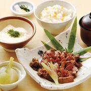 小鉢 厚切り牛タン炙り焼 南蛮味噌添え ご飯 お造り三種盛り 香の物 しじみ汁