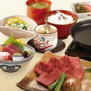 小鉢 和牛鉄板焼き お造り三種盛り 茶碗蒸し ご飯 香の物 シジミ汁