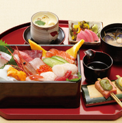 名物海鮮重 茶碗蒸し シジミ汁 生麩の田楽 香の物