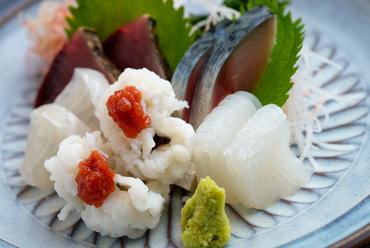 天然の鮮魚にこだわった『旬魚のお造りの盛り合わせ』