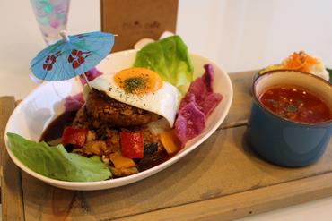 沖縄産高級黒豚のハンバーグでつくる『10食限定! やんばる豚のロコモコ丼』