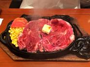 レアステーキの旨みは格別。自分好みの焼き加減でも味わえる『特選ステーキセット(リブロース)』