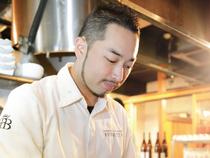 お客様の満足を求めて、料理と煌びやかな空間で非日常を演出