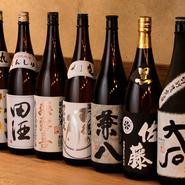日本酒や焼酎、ビールや酎ハイまで様々なジャンルのお酒が取り揃えられています。料理との相性も抜群で、お鍋や馬刺しをつまみながらお酒を楽しむ方も多数いらっしゃるようです。