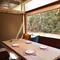 外が見える窓付き個室が2名から利用可能!デート、女子会に最適