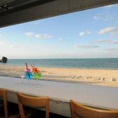 全席オーシャンビューの開放感ある、癒しの絶景レストラン