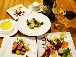 沖縄の旬食材と自家農園のハーブやシークワサーを使用。本当に美味しい「豚肉」を体験してください。