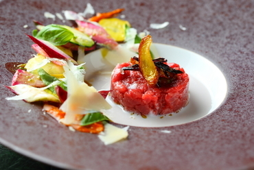 お肉好きな方におすすめ。馬肉の美味しさがわかる『Battuta di Carne(桜肉のタルタル)』