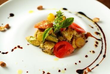 バジルの風味が食欲をそそる『佐島産タコ 鎌倉野菜のサラダ ペストトラパネーゼ』