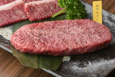 厳選した鹿児島県産黒毛和牛を味わえる『和牛みすじステーキ』